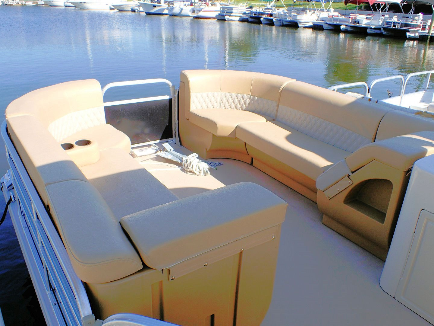 Enjoyable 22 Foot Premium Party Barge Pontoon Boat Rental Picture Alphanode Cool Chair Designs And Ideas Alphanodeonline