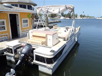 The Reel Ponty II has a Yamaha 70 HP 4 stroke engine and 23 gallon fuel tank.